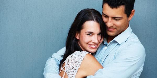 Erkek Arkadaşınızın Ciddi Düşündüğünü Gösteren 6 İşaret