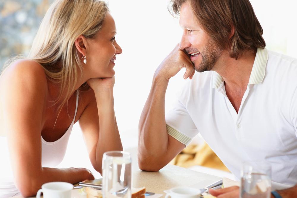 İlk buluşmada ses tonunuzun güçlü olmasına özen gösterin