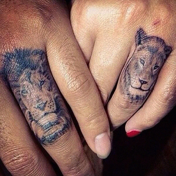 Волк на пальце тату