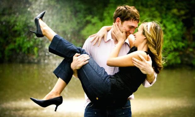 Sevgilinizi mutlu etmek için yapabileceğiniz 9 jest